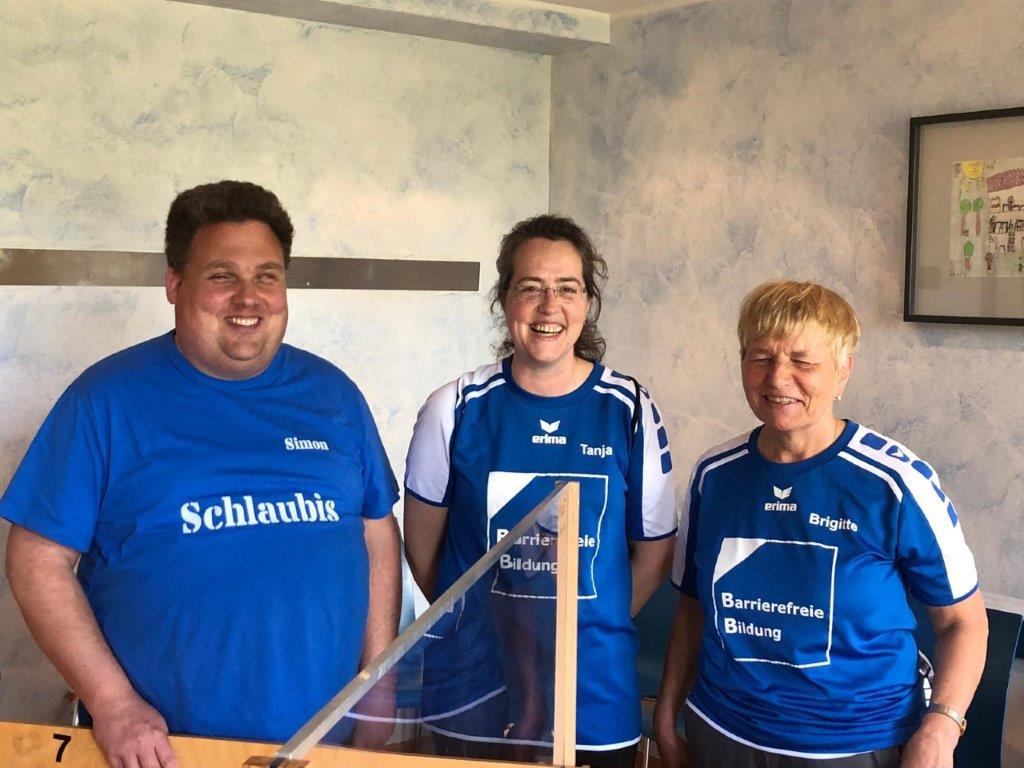 Das Foto zeigt von links nach rechts: Simon Janatzek, Tanja Janatzek und Brigitte Otto-Lange